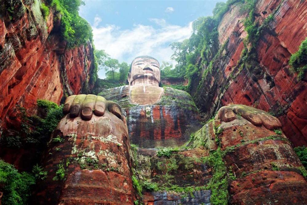 Статуя Будды в Лэшане. Китай